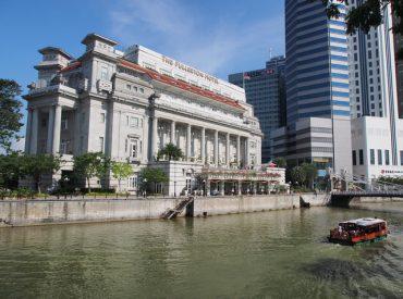 這是在新加坡拍的 讓人有身處歐洲的錯覺  其實這是Fullerton hotel  以前英國殖民的古蹟