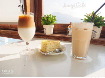 第一次知道Ancre Cafe是在攝影書上  小小店面卻很有淡水碼頭的味道 這間咖啡館一直在我心裡收藏著 好多次來淡水都沒想到這裡  直到最近我開始找尋不一樣的地方