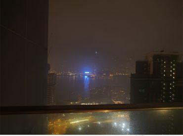 這三天的香港  我們住在尖沙咀的隆堡麗景酒店 除了交通便利  可以欣賞維多利亞港景色也是我選擇的原因 所以當初訂房時加價訂了黃金樓層  這樓層分為海景房跟半海景房