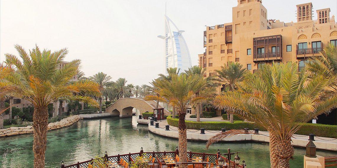 【杜拜 Dubai】搭乘捷運漫遊杜拜 最大滑雪場 棕櫚島亞特蘭提斯 朱美拉古城欣賞帆船酒店