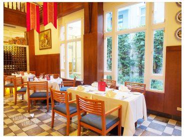 先前來過成功大學一帶的大學路覺得環境很舒服 走進小巷內  裡面有多間不錯的異國料理餐廳  這間轉角餐廳一走進來就會看到 獨棟的橘白色建築特別醒目  門前種植幾棵沙漠仙人掌  外觀帶著美墨風格