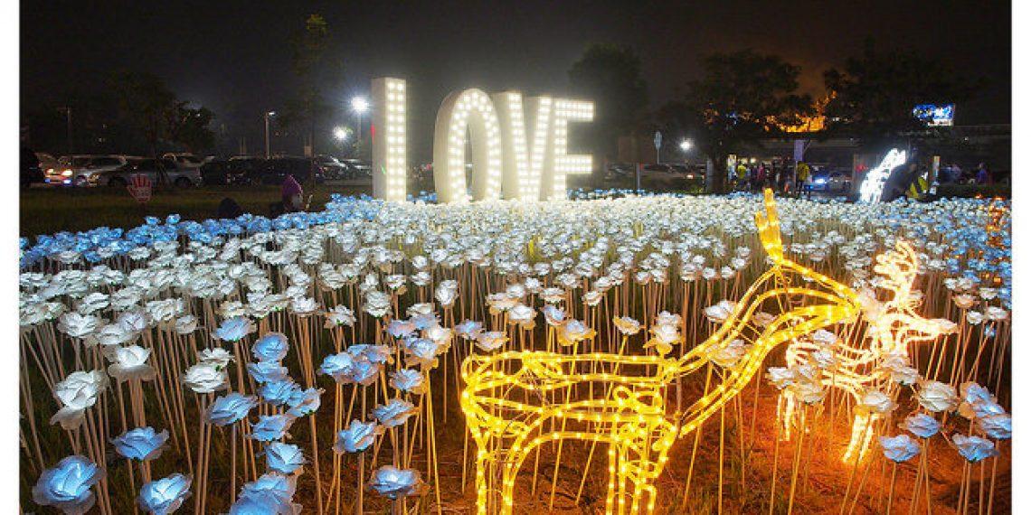 【屏東 Pingtung】2017屏東綵燈節萬年溪藝術裝置燈 LOVE與藍白玫瑰花燈海