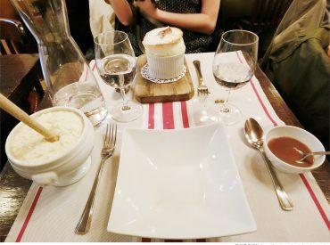 對於吃法式料理  總是給人拘謹又昂貴的印象 來巴黎前友人強力推薦這間法式小酒館 La Régalade 很適合不想太拘束又想品嚐道地法式料理的人  不僅餐點美味價格也相對平價