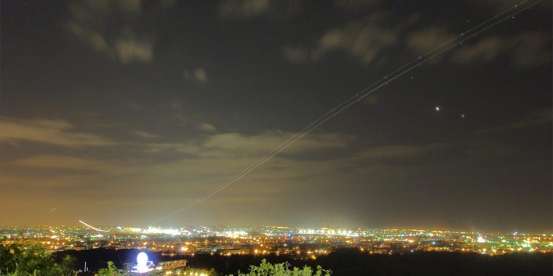 【桃園 Taoyuan】海灣星空景觀咖啡欣賞飛機起降 拍攝飛機機軌 南崁夜景與竹圍海岸