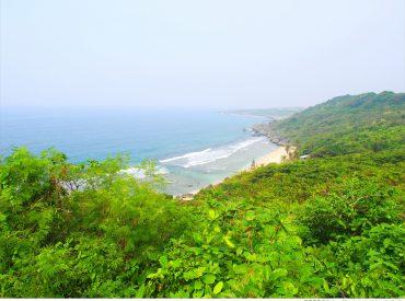在小琉球的交通方式就是租摩托車  沿著海岸繞一圈不到一小時 民宿提供了景點地圖  第二天我們一邊環島欣賞風景一邊尋找美食