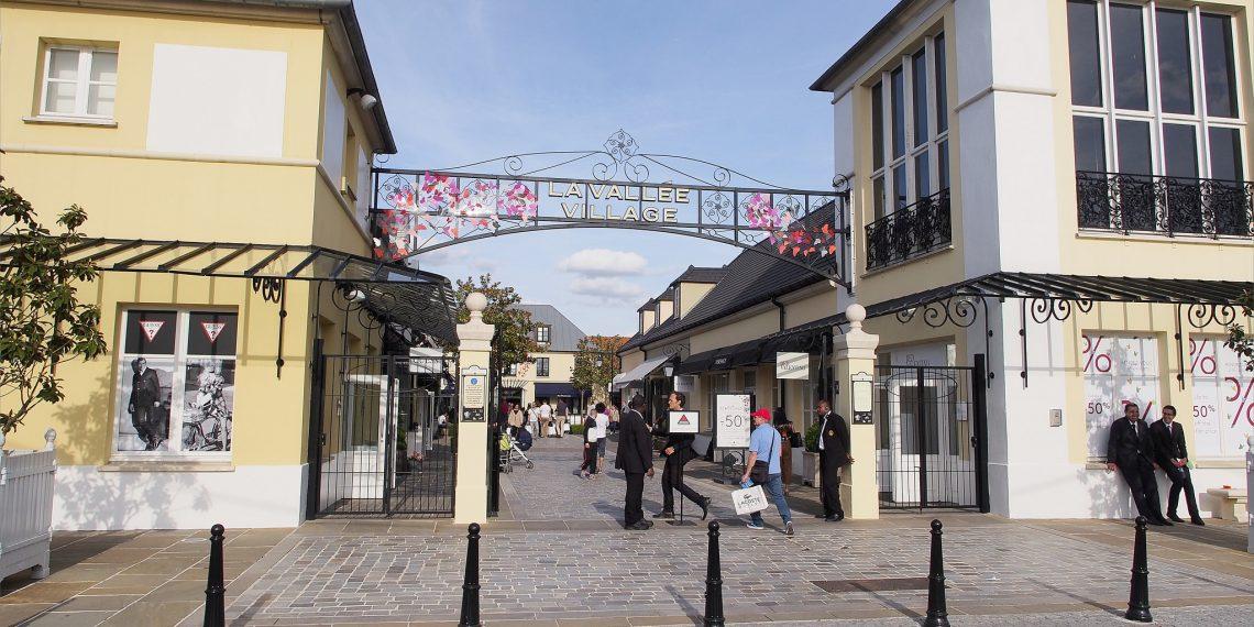 【巴黎 Paris】逛法國Outlet La Vallée Village河谷村  超划算Burberry大衣及戰利品分享