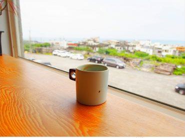沒想到國小也是一間咖啡店 這天晃到了北海岸石門的老梅石槽  Google附近的咖啡店 這間白日夢Tea&Cafe  就在廢棄的乾華國小裡