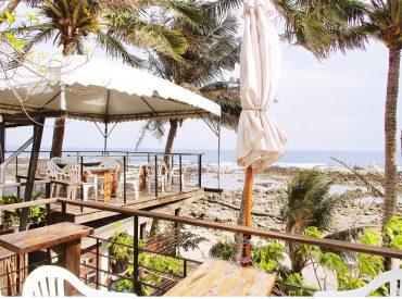 沿著台東的海岸線走  一路上是蔚藍的太平洋 小魚兒的家位於卑南鄉的海岸邊  這裡經營民宿和餐廳 是一間可以欣賞美麗海景的咖啡午茶