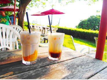 喝著咖啡欣賞蔚藍的大海  一直是我喜歡度過假日午後的方式 之前分享過柴山的大碗公咖啡  這次我們來到附近的另一間咖啡店 - 海山咖啡