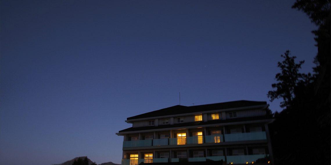 【南投 Nantou】合歡山最高海拔住宿松雪樓 夜晚在房間欣賞滿天星空 Hehuan Mountain