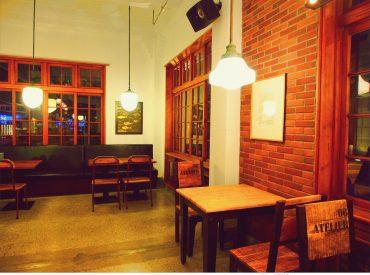 散步時發現花蓮文創園區就在附近 這裡昔日是花蓮釀酒廠  保存的老倉庫建築帶著日式風格 不難嗅出酒廠的久遠歷史