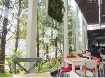 在愛河畔旁有一間玻璃帷幕的屋子 四周環繞綠意盎然 沐浴在晨光的愛河充滿朝氣 沙丘南特是一間全天候供應早午餐的 […]