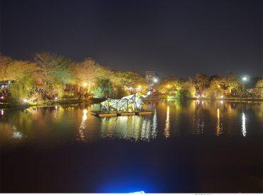 今年過年遇到了台南鹽水月津港燈節 有別於傳統燈節  月津港每一年都有不同的主題 燈景在水中倒映下有一種如詩如畫的美麗  也成為元宵節的特色燈會之一