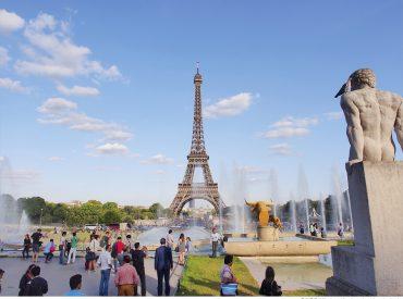 到巴黎的第一件事  就是來看艾菲爾鐵塔 艾菲爾鐵塔在我心目中存在著一種浪漫的憧憬 似乎任何美好的事物都會在這裡發生