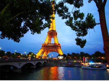 我們在巴黎停留了八天  只選擇待在一個城市是希望可以很隨興的安排旅行 天氣不好就換個目的  累了就找間咖啡館 走遍巴黎的景點  也沉浸在這座城市帶來的浪漫氛圍與生活態度