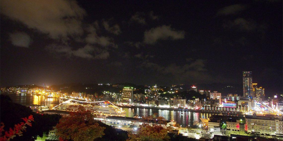 【基隆 Keelung】虎仔山後山咖啡與KEELUNG地標公園觀景台 欣賞美麗港都夜色