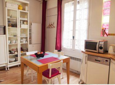 這次的杜拜巴黎14天自由行  是第一次使用Airbnb 一來是因為要在巴黎住上八天要省旅費  二來是住在當地公寓也可體驗不一樣的旅行方式