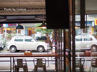 東區的小巷弄隱藏不少特色咖啡店 美好年代是我一直很想來拜訪的店 不僅是餐點  店裡的風格我也很喜歡
