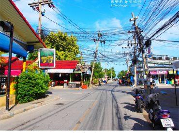 想體驗當地的文化生活  來蘇美島最方便的就是租摩托車 從我們飯店 Banyan Tree 走出去大約五分鐘就有一間租車行