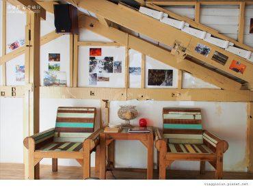 在嘉義的市區  一棟百年老屋改造的法式甜品屋 鵝黃色的矮房外觀很難不注意到它