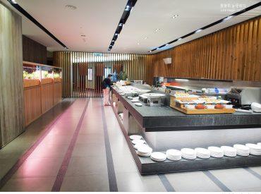 來到果然匯  裡面的環境寬敞明亮  給人很舒適的用餐空間 豐富多種類的蔬食料理看的眼花撩亂
