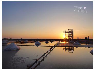 位於台南北門的井仔腳瓦盤鹽田是第一座鹽田  也是現存最古老的瓦盤鹽田遺址 現在成為觀光性質  讓遊客到此體驗傳統的曬鹽挑鹽技術