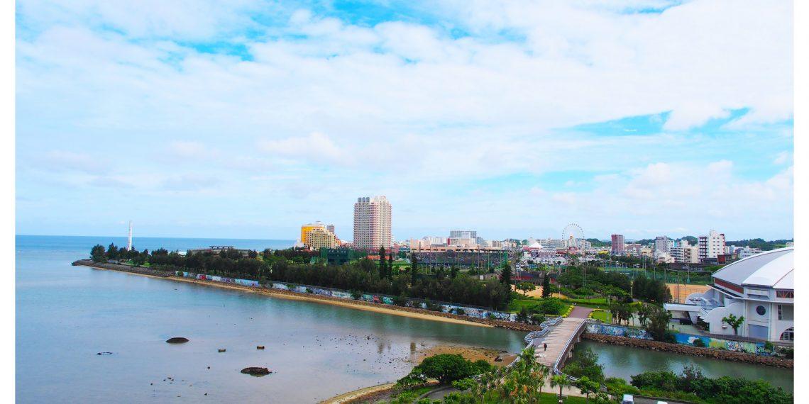 【沖繩 Okinawa】米哈瑪美濱公寓 打開窗戶的沖繩海景與美國村摩天輪 北谷海濱住宿 Beach Front Mihama