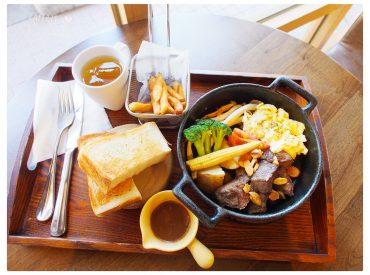 卡菲小時光的餐廳還境給人舒適優雅  餐點內容也很豐盛 之前有分享過鳳山文山特區的餐廳  假日偶爾會到這裡吃早午餐