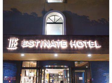 第一天的沖繩柱宿 因為晚班機所以選了一間平價的市區飯店 原本想要住的東橫inn已經客滿(離OTS租車很方便) 後來從 Hotelscombined 搜尋到這間 Estinate 評價還不錯 距離機場也只要十多分鐘車程