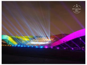 衛武營從11/22-11/26 一連五天舉行了全亞洲最大的劇院3D光雕秀 光雕秀以榕樹下的記憶為主軸 訴說的高雄的發展與衛武營歷史 利用3D光影 音樂 建築結合了一場華麗盛大的演出