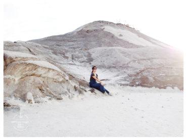 來到四季如春的南部也可以拍出雪景照 就在台南七股的鹽山 雪白的鹽在藍天下特別耀眼 純淨好像剛下過雪一般
