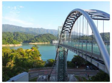 南台灣冬天的暖陽舒服 不想浪費今天的好天氣 我們下午散步到了曾文水庫